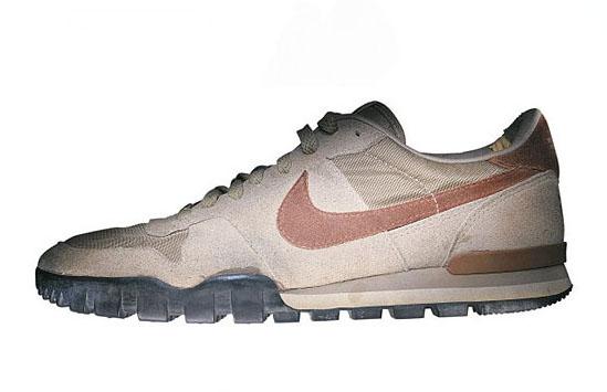 buy popular 48a21 83e90 A principios de los 80 llegó a Nike la foto del montañero John Roskelley.  Esperando que Nike les patrocinara, dos escaladores lucían unas LDV en  pleno campo ...