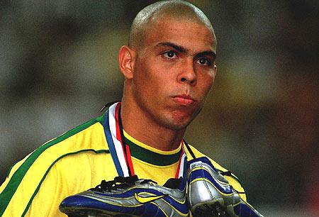 63720a2897d Con la Mercurial Vapor Ronaldo jugó el Mundial de 1998 en la que perdió en  la final contra la local Francia.